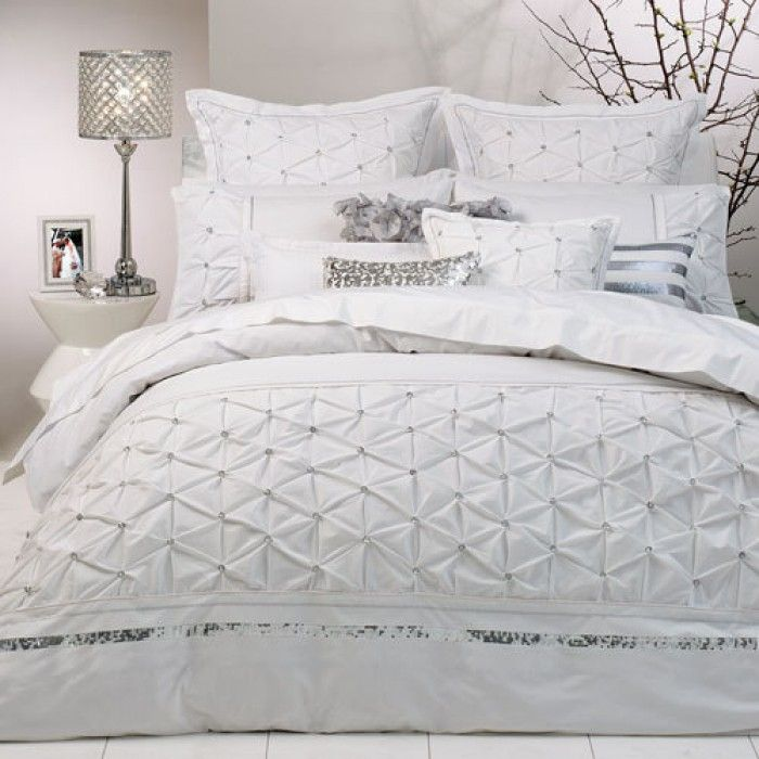 Solitaire White Quilt Cover Set by Logan & Mason Ultima