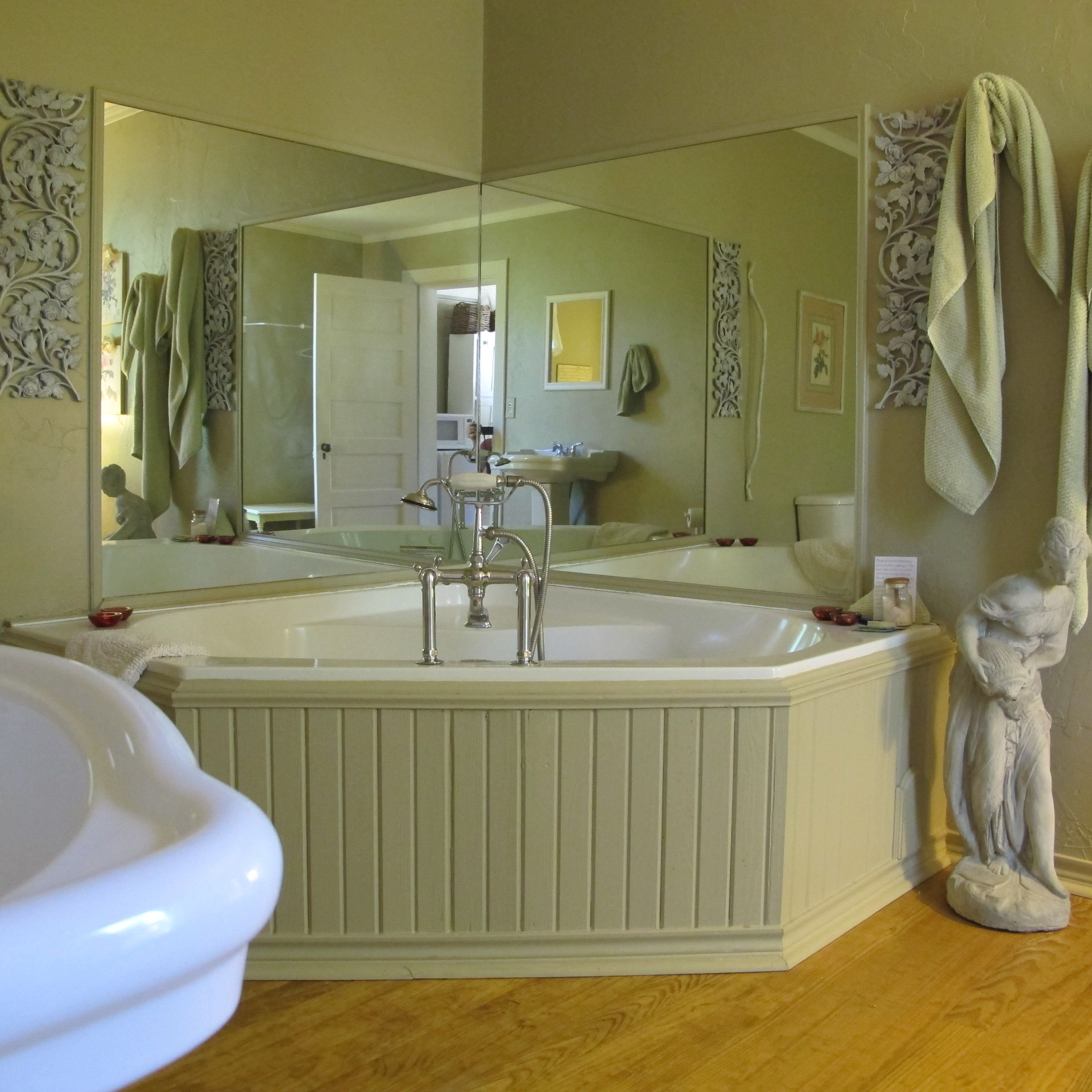 oversized private bathtubs | The Wildrose Retreat, now this is romance, large jacuzzi ...