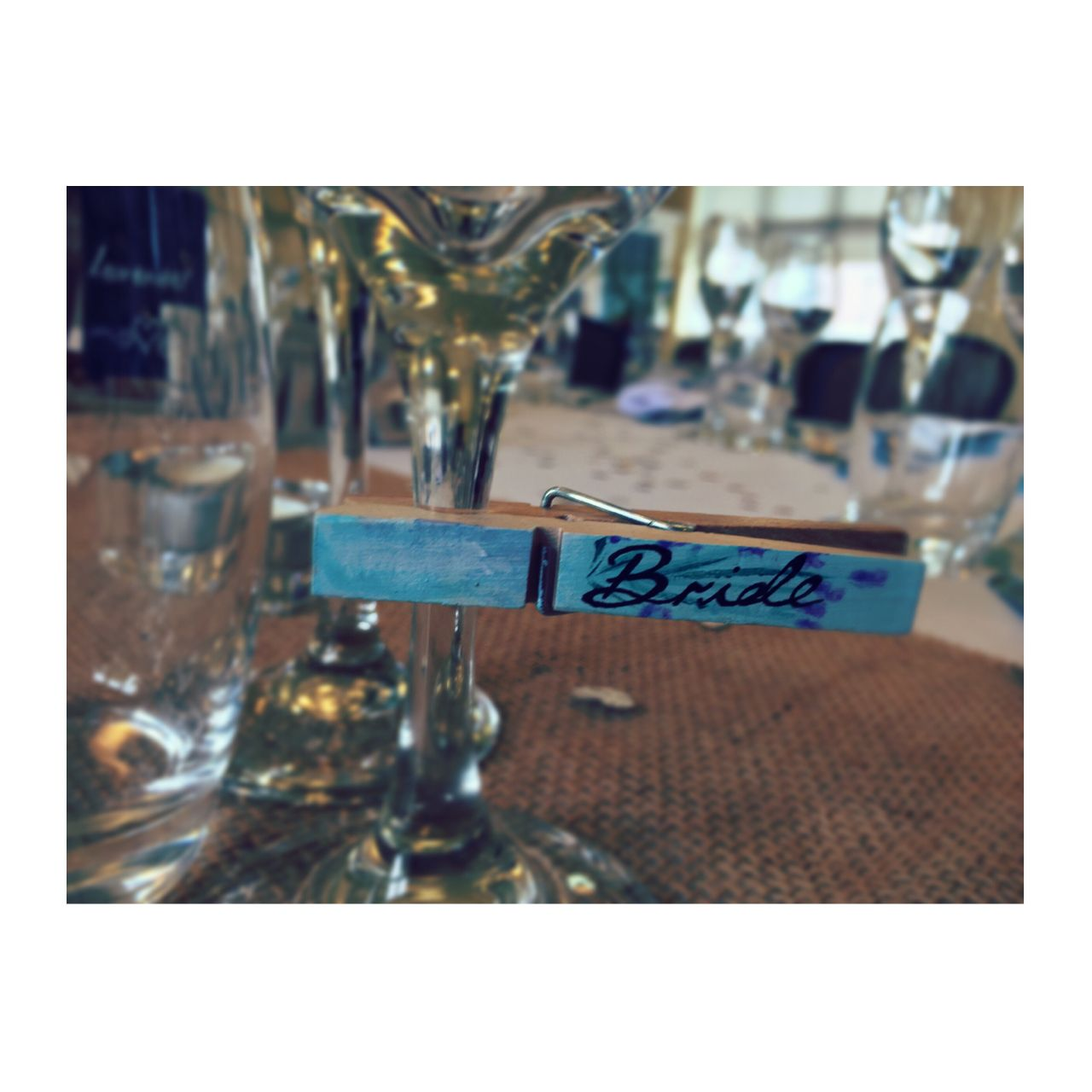 Wedding name tags, hand painted pegs, table setting, table places ...