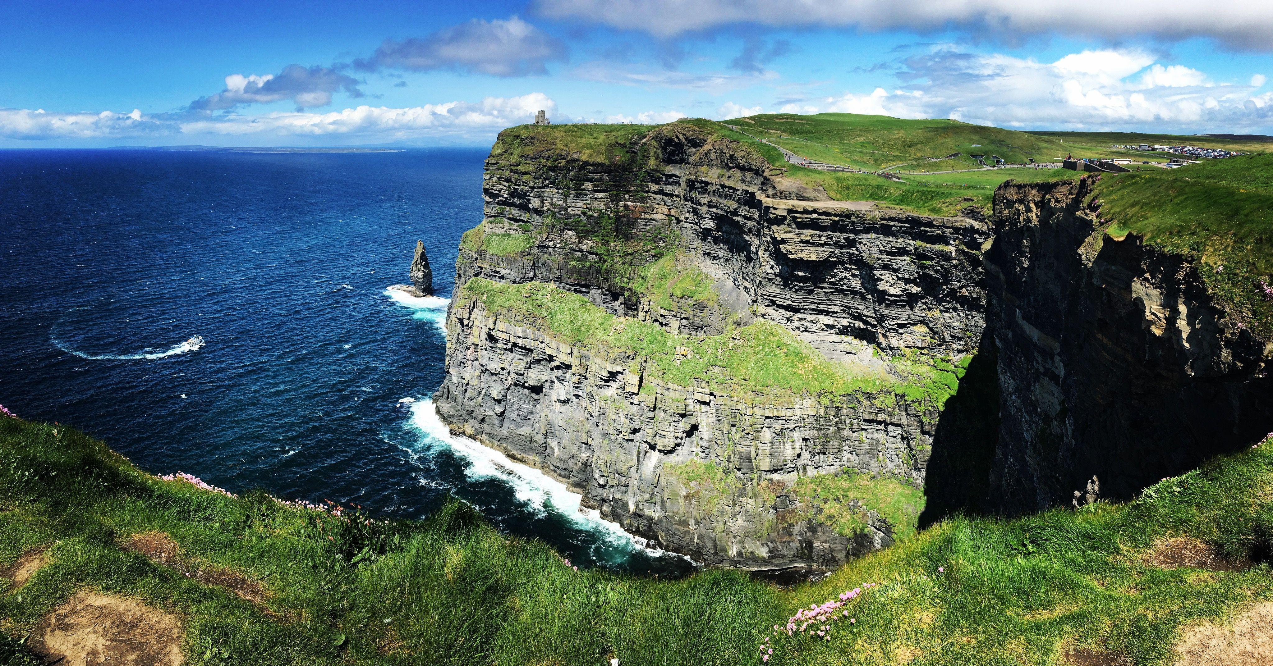 The Cliffs of Moher Ireland [OC] [1334X750] reddit