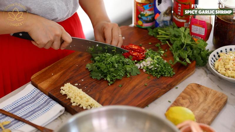 4 Minutes Spicy Garlic Shrimp #garlicshrimprecipes