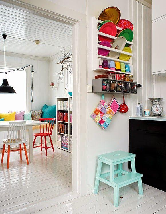 La couleur s\u0027éparpille de la cuisine à la salle à manger New