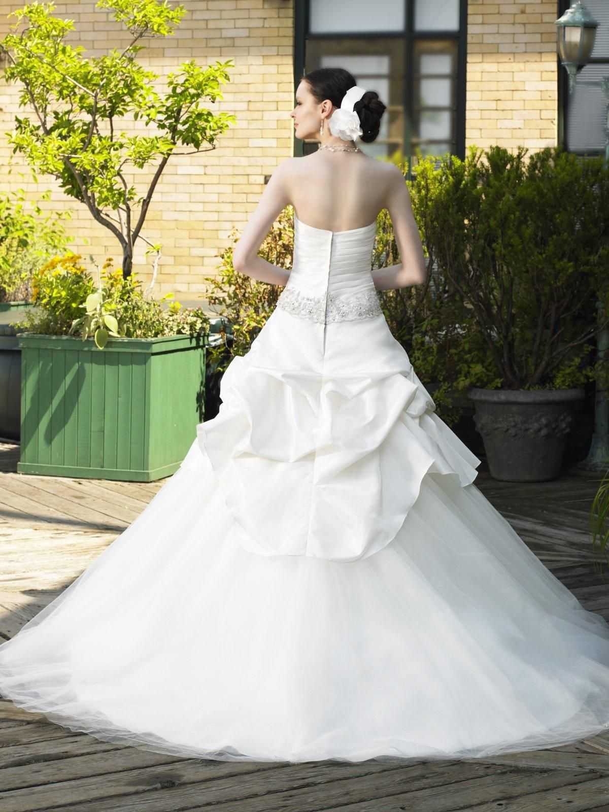 Wedding dresses with ruffles on skirt  The romantic and charming Aline strapless sweetheart neck white