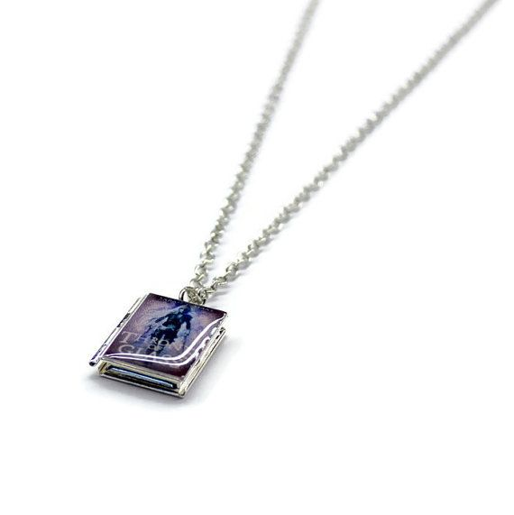 Throne of Glass Series Book Necklace in 2020   Throne of ...