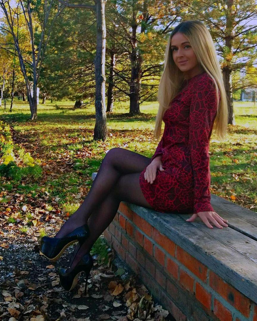 девушки блондинки из социальных сетей любит любоваться