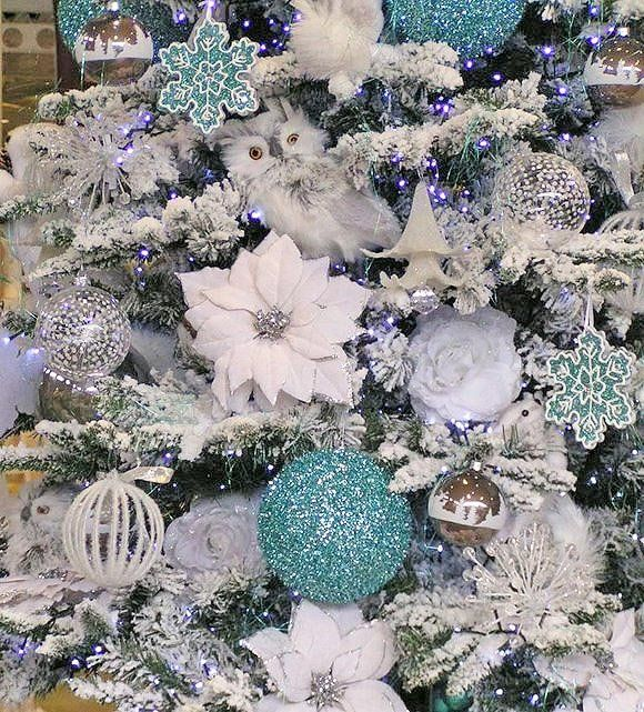 Sophisticated Christmas Tree: Acheive A Stylish, Sophisticated Tree In A Few Easy Steps