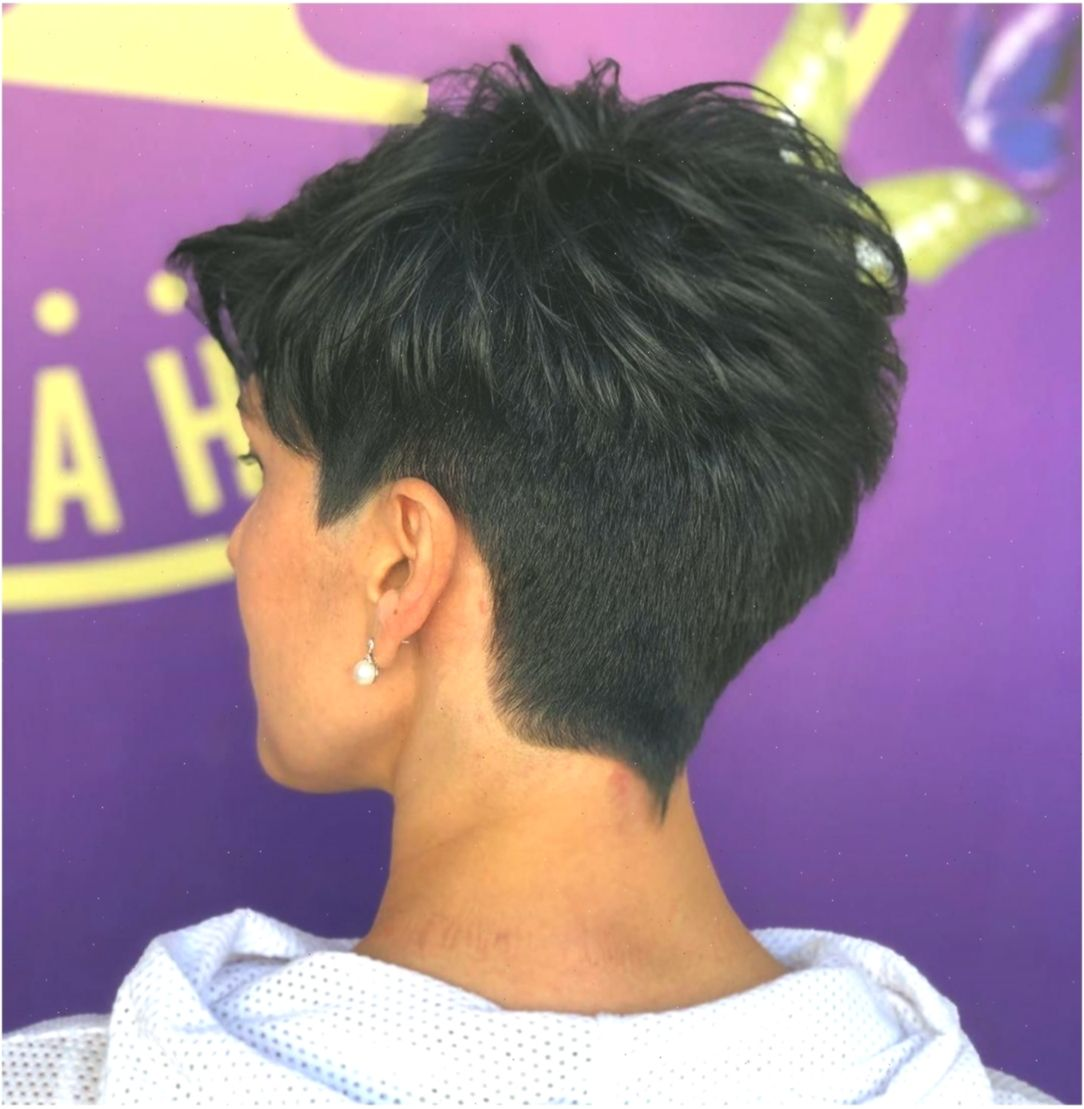 Modern Short Haircut Trends For 2019 Find Best Style For You And Make You Own Frisuren Summerhairsty Short Hair Styles Hair Styles Short Hair With Layers