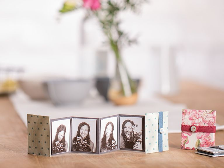 diy anleitung s es mini leporello album selber machen via weihnachten. Black Bedroom Furniture Sets. Home Design Ideas