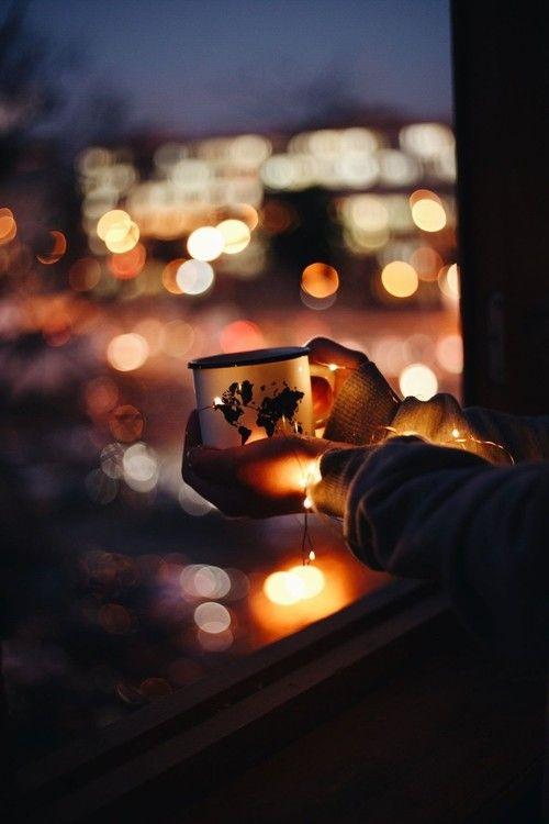 light and cup εικόνα Shooting Photo, Bokeh Photography, Creative Photography, Vision Photography, Coffee Wallpapers, Cute Wallpapers, Photographie Bokeh, City Lights, Blur