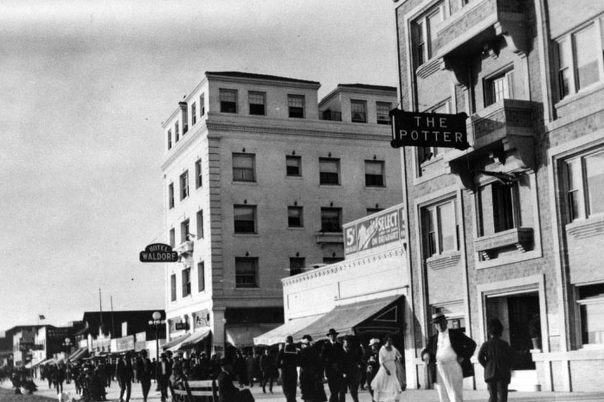 One of Venice Beach's oldest apartment buildings is up for ...