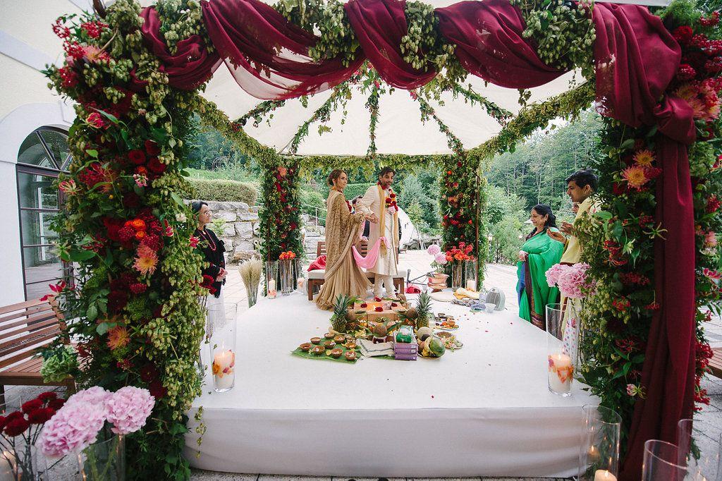 Indian Wedding Ceremony in Salzburg planned by: http://www.weddingsalzburg.com/  Photographer: Claire Morgan