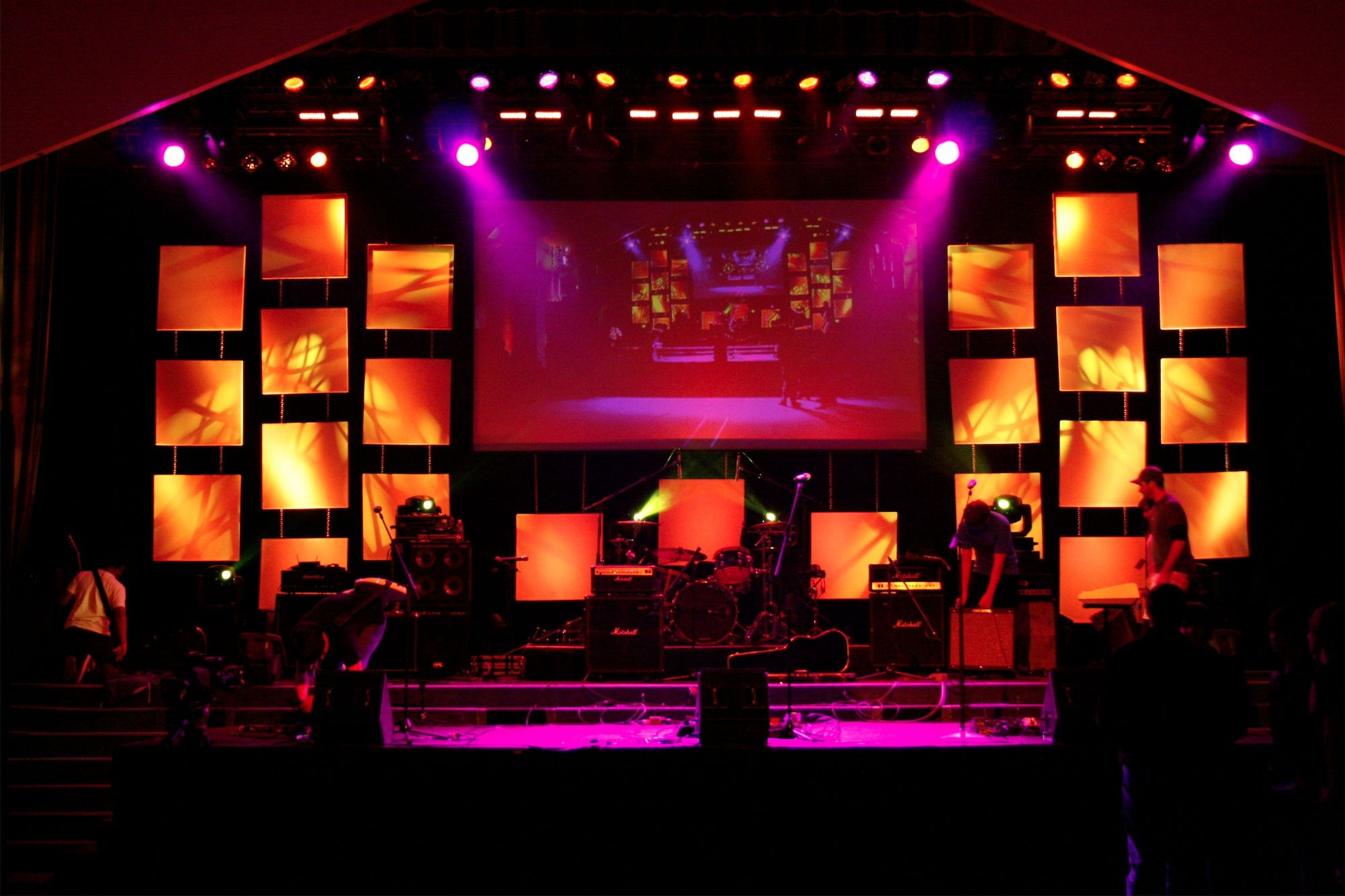 17 best images about stage design on pinterest led panel church stage design and a box - Concert Stage Design Ideas