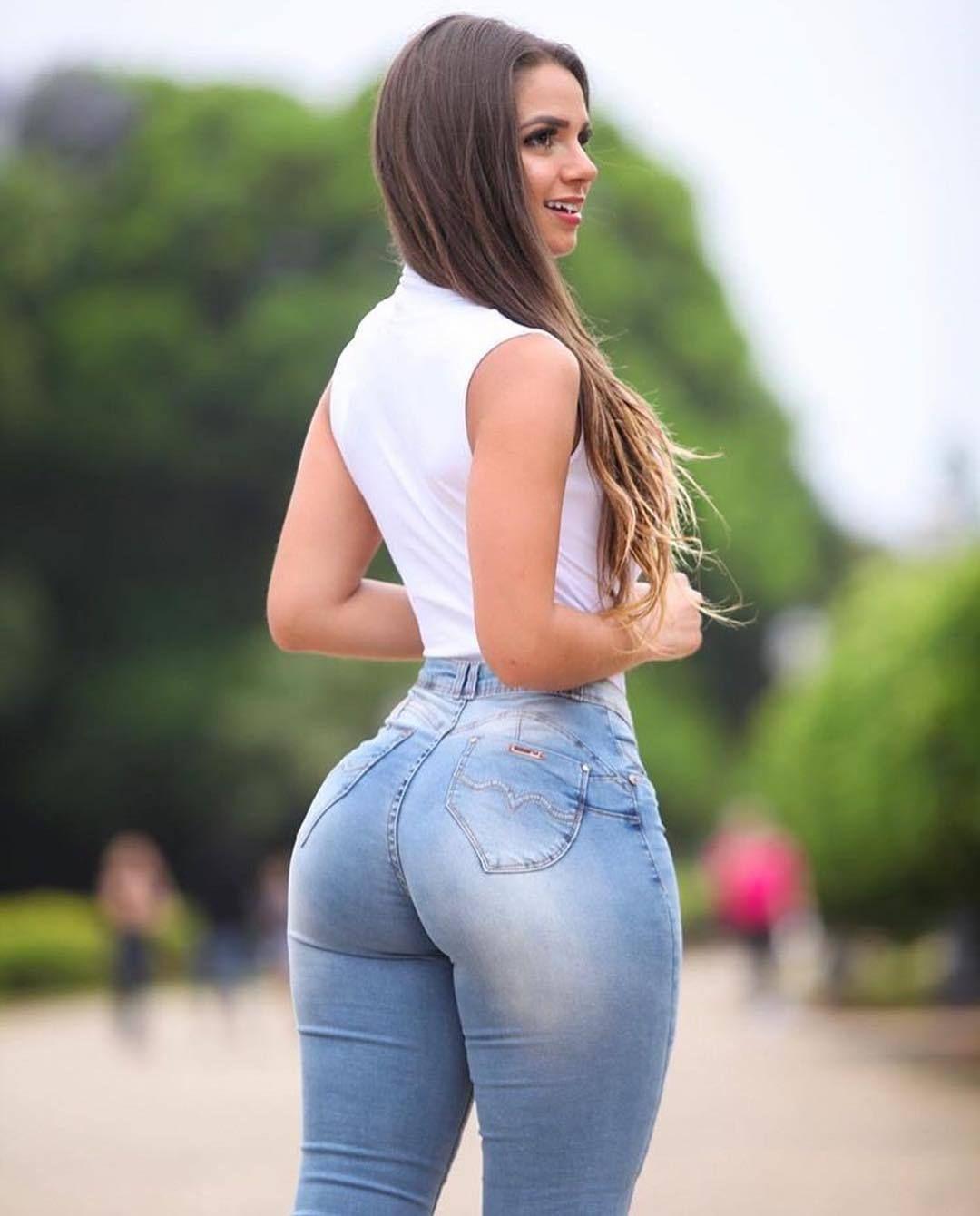 Hot busty ebony booty shaking photo 308