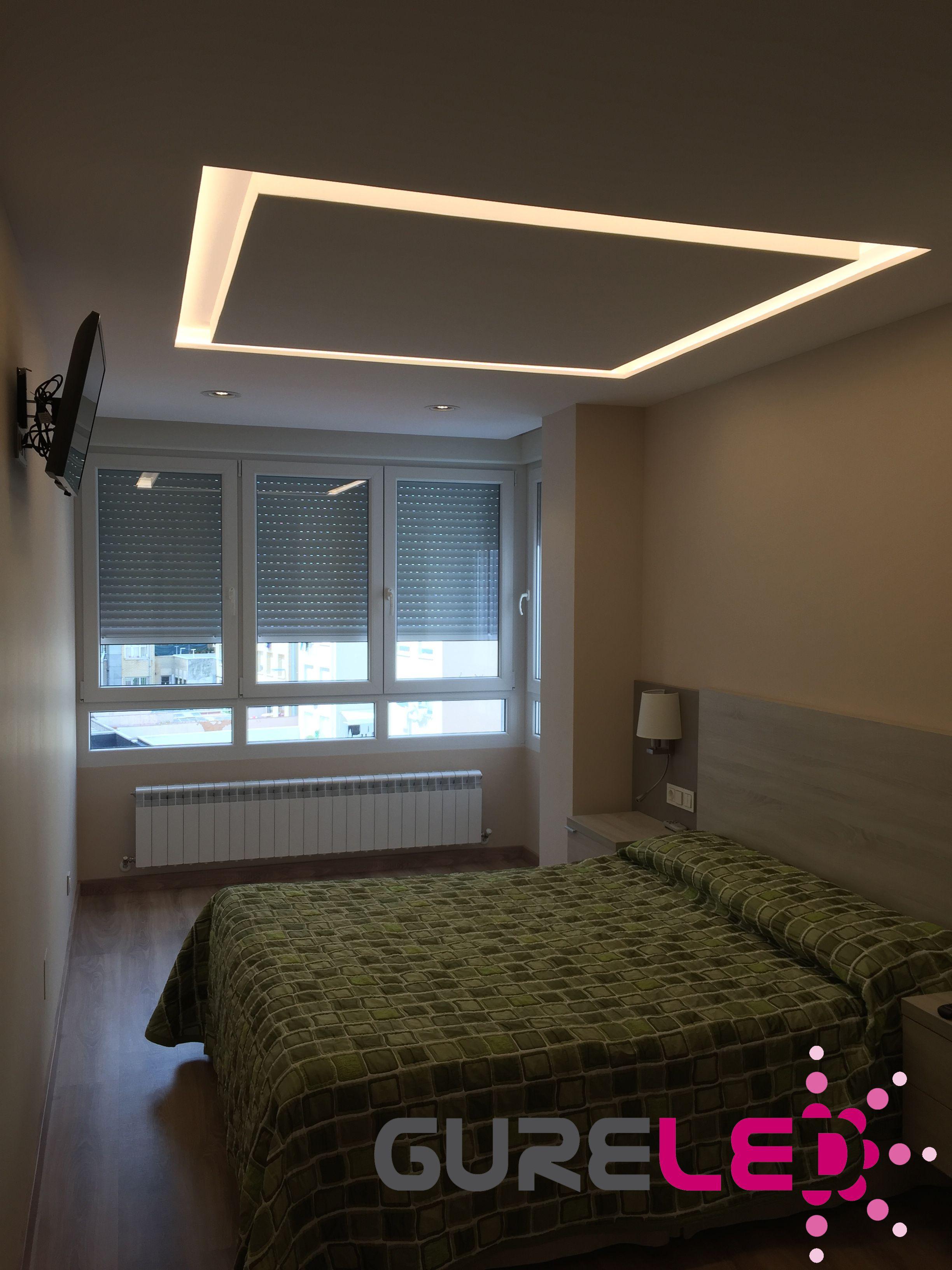 Dormitorio Iluminado Con Tiras De Leds Como Alumbrado