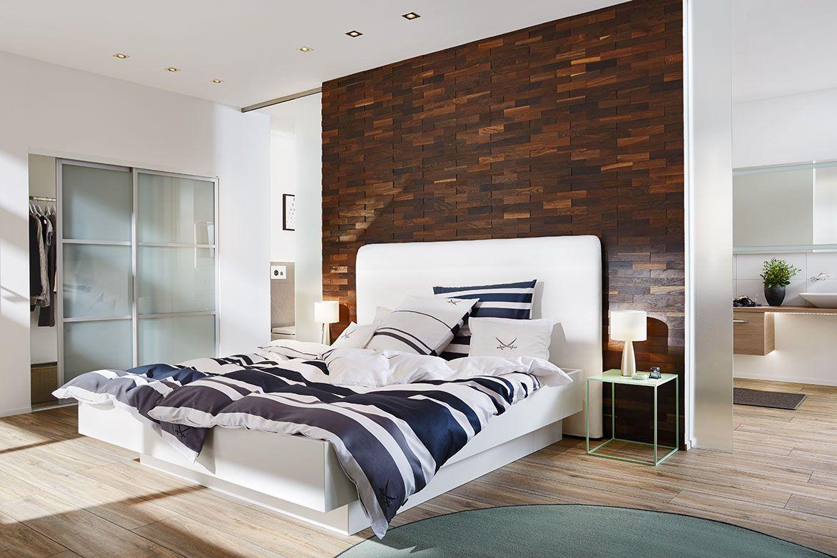 Wandverkleidung aus Holz im Schlafzimmer höchste