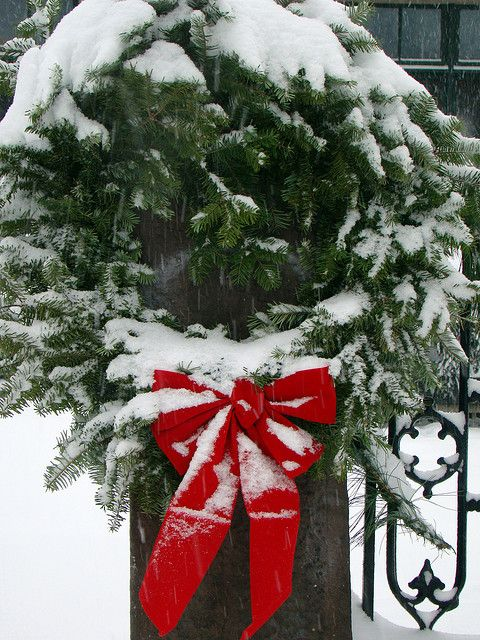 Simple wreath at Riverton NJ's churches, New Jersey