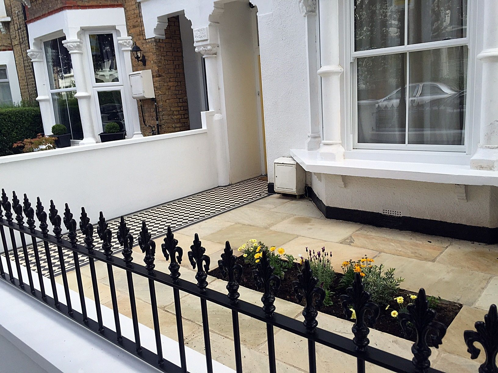 Metal Gate And Rail Victorian London Front Garden  Company Mosaic Paving Wall Yorkstone Caps And Bullnose London  (2738×1482)   Front Garden   Pinterest ...