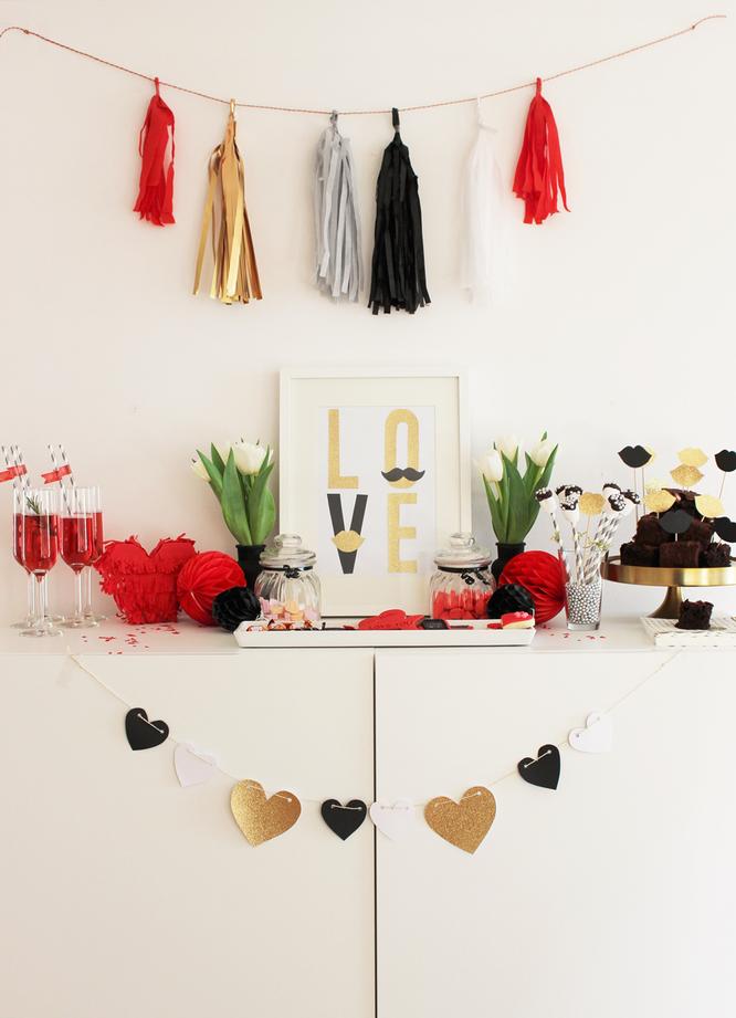 Bild: Galentinesday statt Valentinstag, Ideen für Sweet Table, goldene Partydeko, gefunden auf Partystories.de