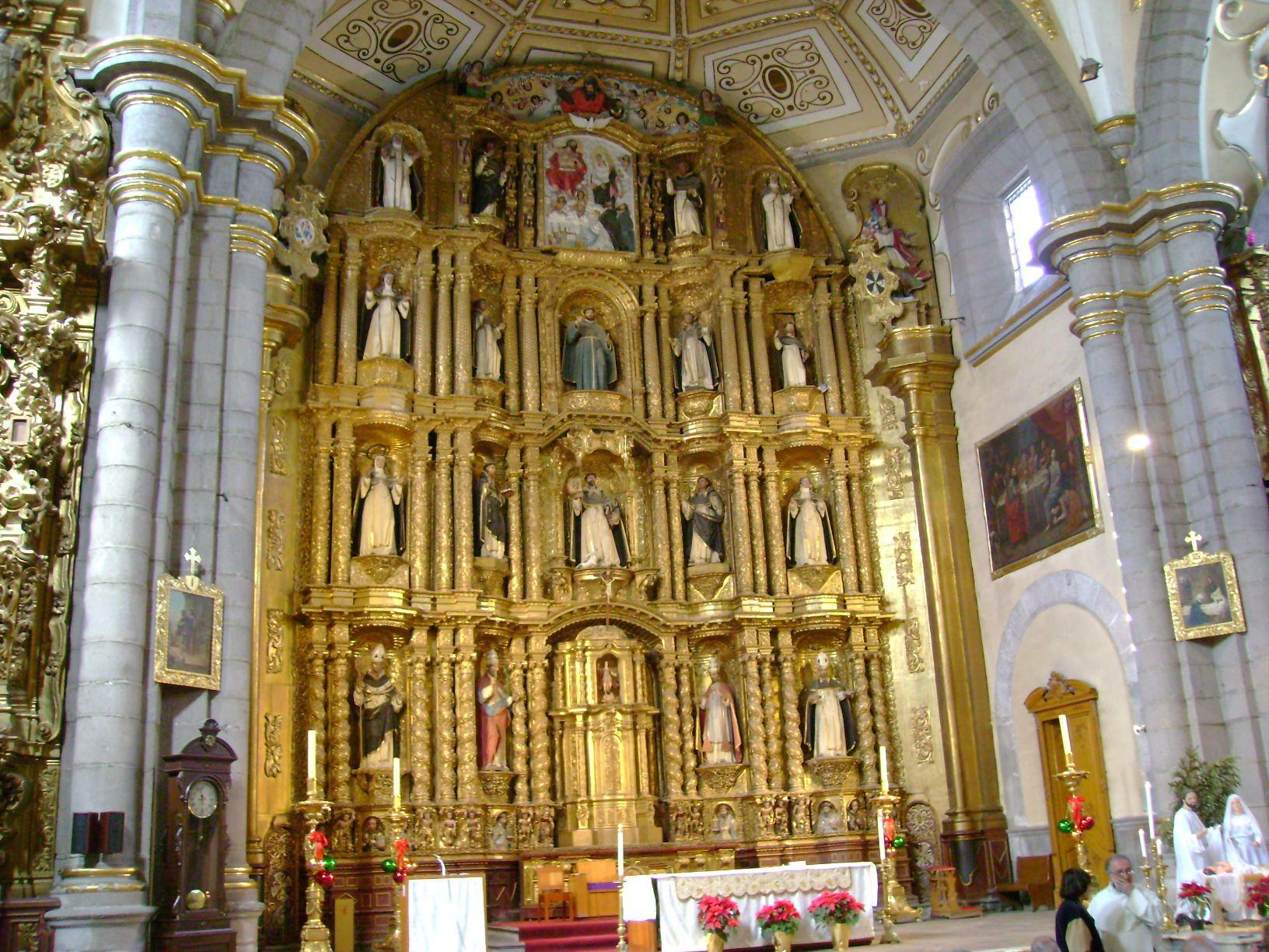 vista del retablo mayor del Templo de Santo Domingo