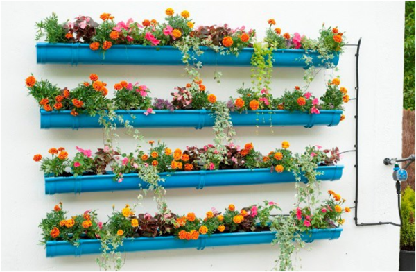 15 Inspiring And Creative Flowers Vertical Gardening Ideas The Art In Life Vertical Garden Diy Gutter Garden Vertical Garden