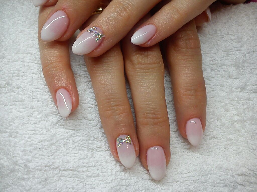 Slubne Ombre Z Cyrkoniowa Kokardka Manicure Nails Beauty