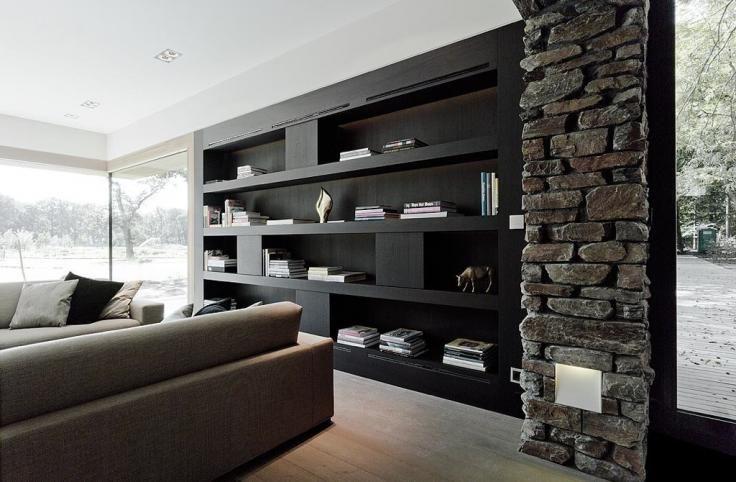 Woonkamer met inbouwkast en stenen muurtje | Inbouwkast | Pinterest ...