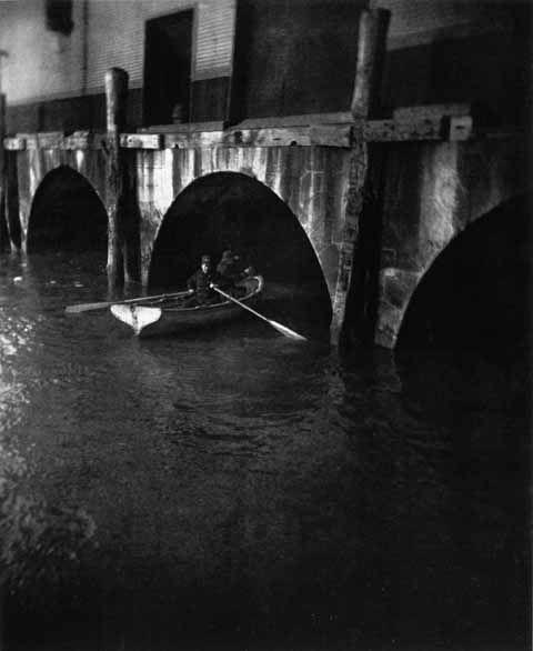 1890, Hunting River Thieves, New York by Jacob Riis