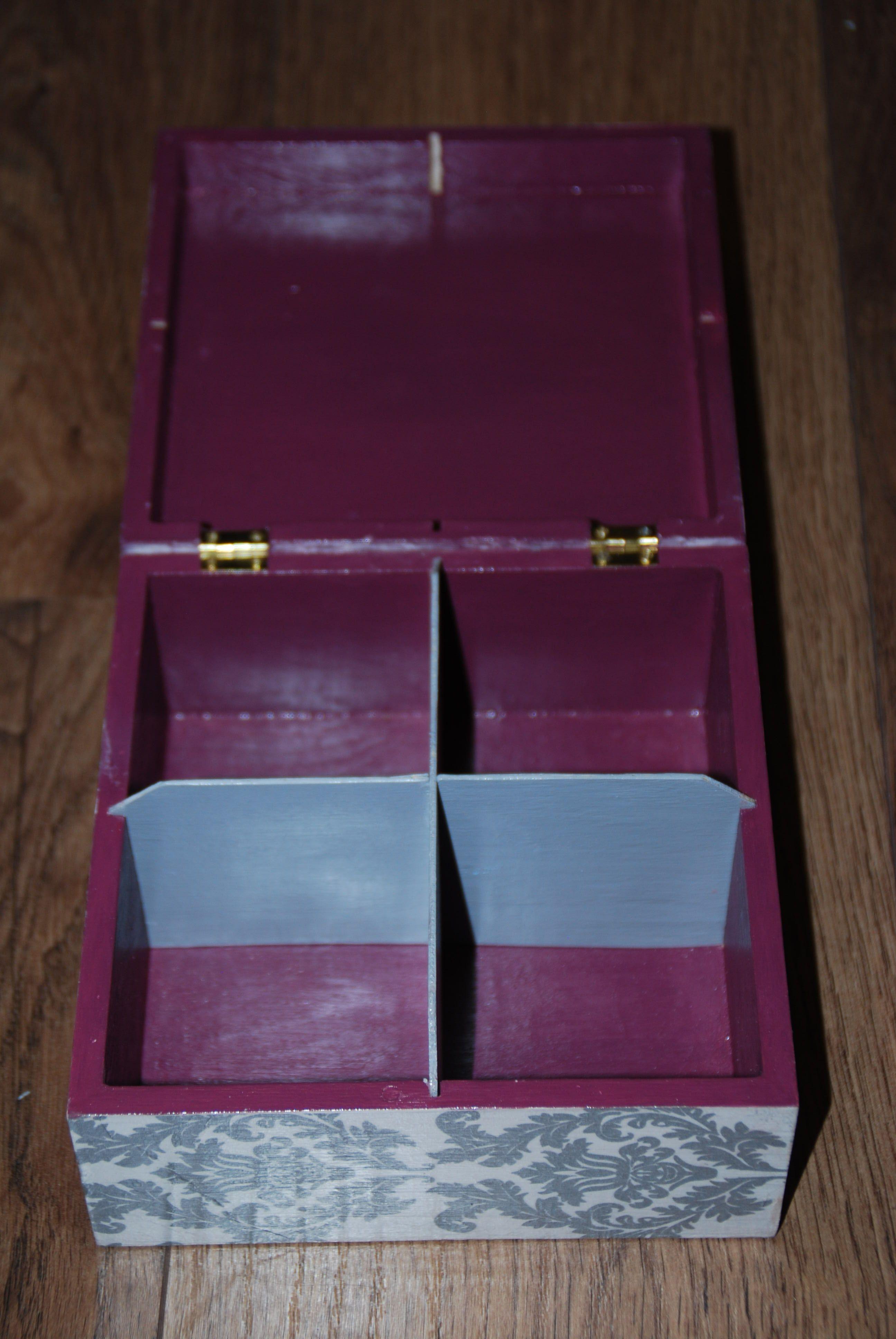 Wnętrze pudełka z Violettą
