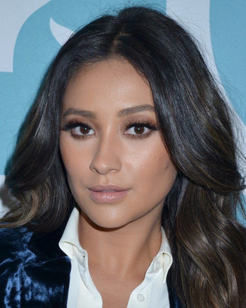 Shay Mitchell at 9th Annual Shorty Awards in NYC (April 23-2017)  6 UHQ pictures inside ofShay Mitchell  The post Shay Mitchell at 9th Annual Shorty Awards in NYC (April 23-2017) (@shaymitch) appeared first on Celebrity FRC.
