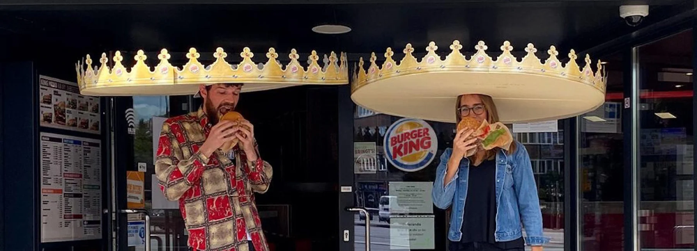 Is Burger King Handing Out Giant Crowns To Ensure Social Distancing In Germany Cubre Bocas Bocas