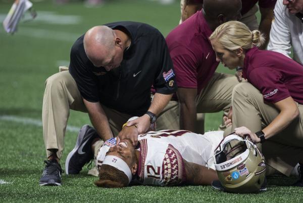 Florida State Seminoles Qb Deondre Francois Suffers Serious Knee Injury Vs Alabama Knee Injury Florida State Florida State Seminoles
