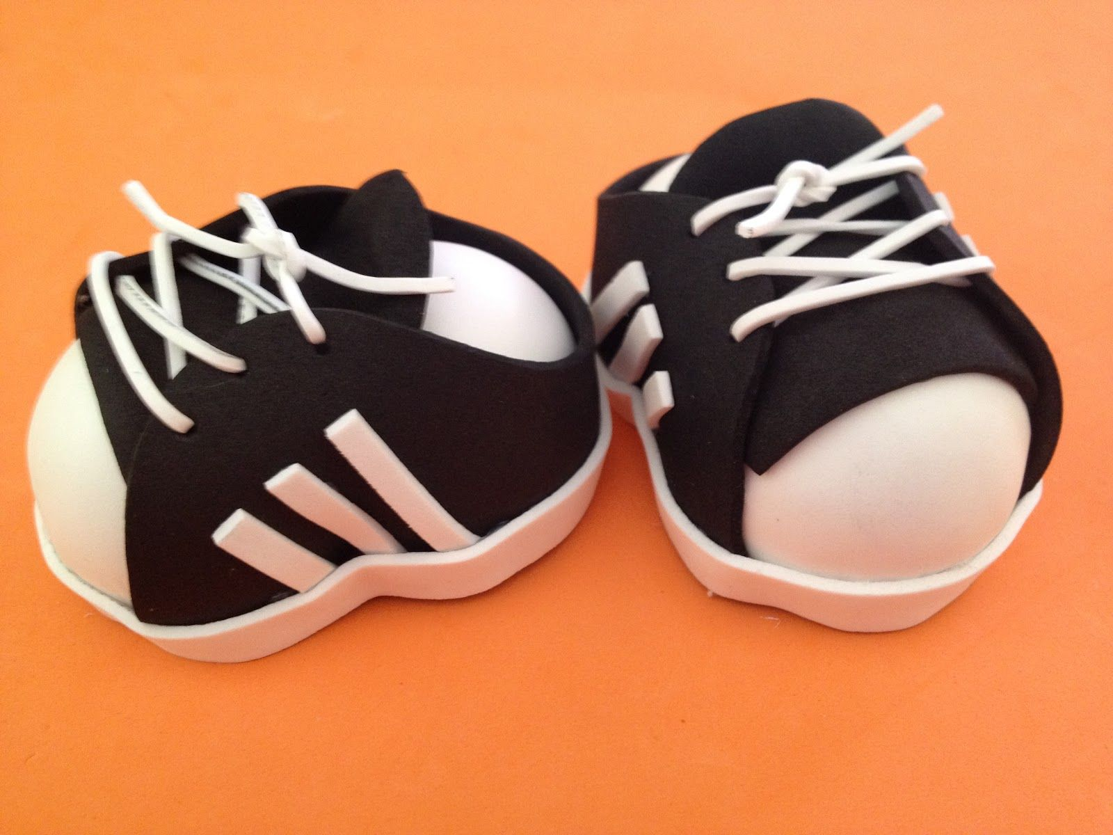 Rutty`s creations: Tutorial zapatillas ADIDAS para fofucho