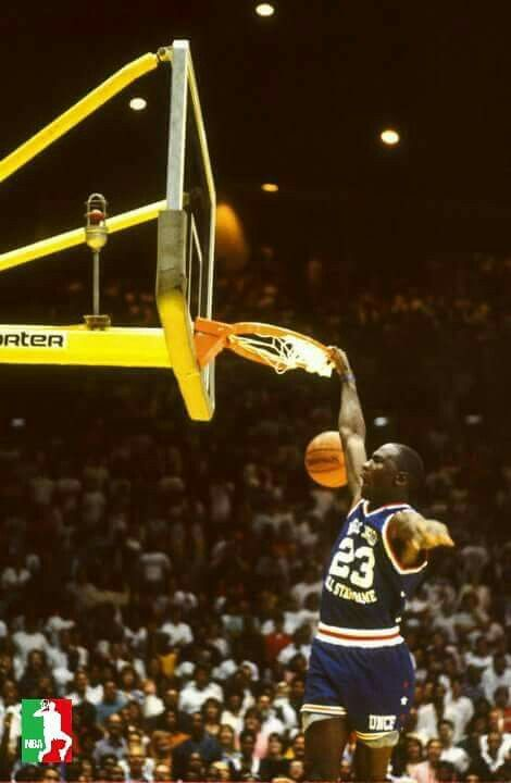 new arrival 53086 3b666 The GOAT entertaining the crowd during the Magic Johnson ...