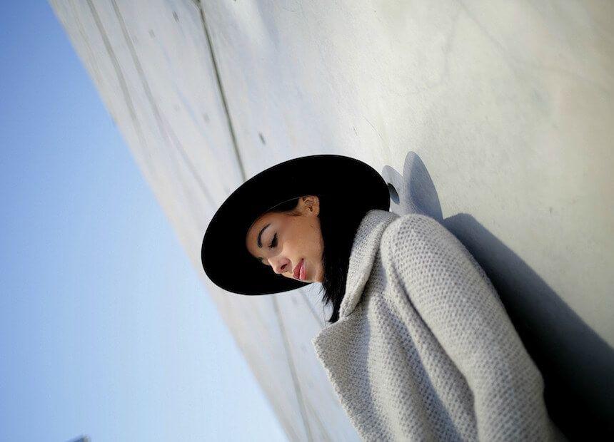 Für ONYGIRL Julia muss es nicht immer farbenfroh sein. Heute zelebriert sie ihre liebste, unbunte Farbe: Grau in allen Abstufungen.