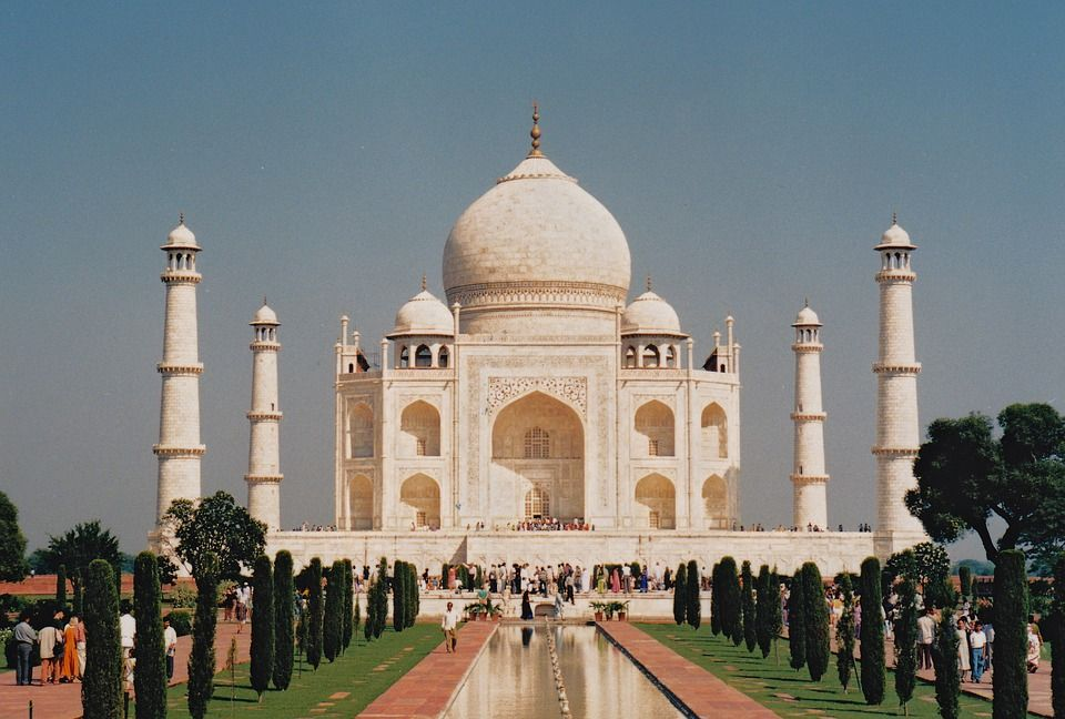 short paragraph on taj mahal