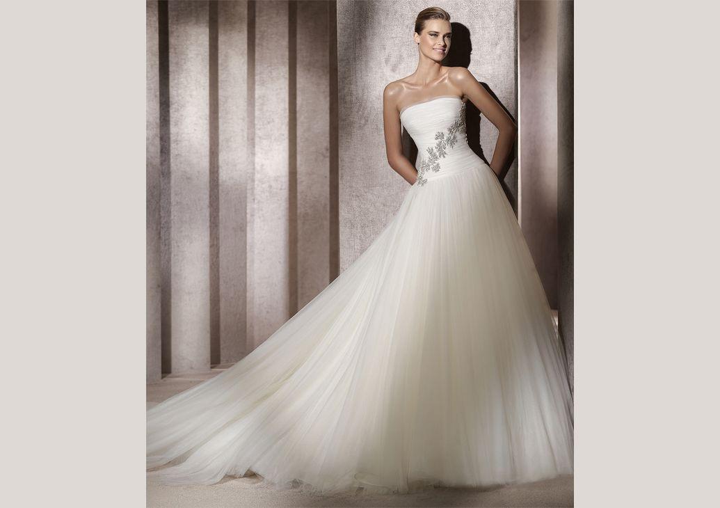Pronovias Presents The Stunning 2018 Preview Collections: Pronovias Presents The Egeo Wedding Dress. Manuel Mota