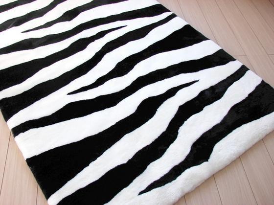 Zebra Rugs Presents Bowron Black White Hand