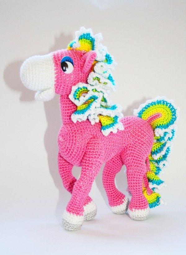 Pferd als Amigurumi selber häkeln - DIY Pferd | Häkelmotiv ...