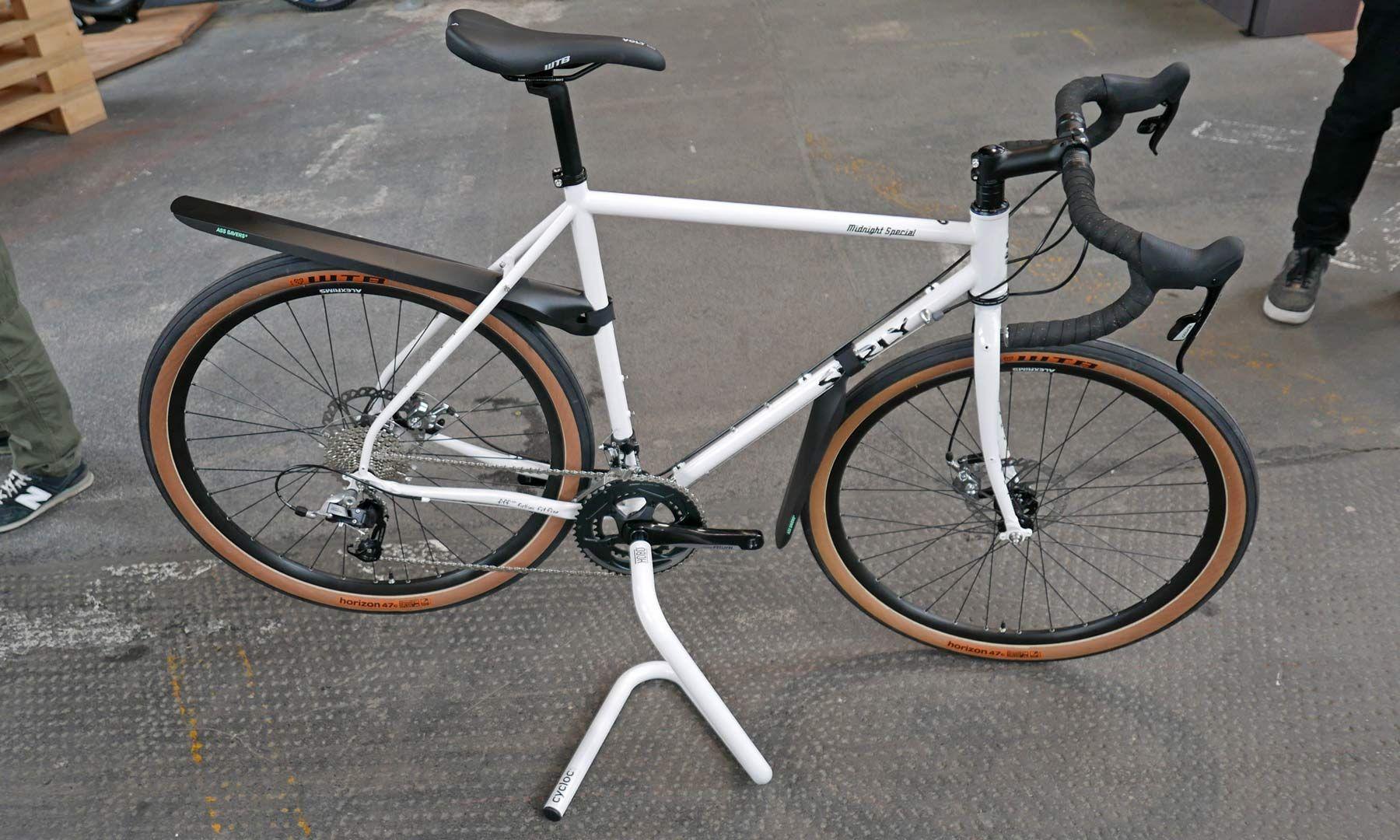 Cycloc Twists Up One Piece Hobo Bottom Bracket Bike Stand Bikerumor Bike Stand Bike Bottom Bracket