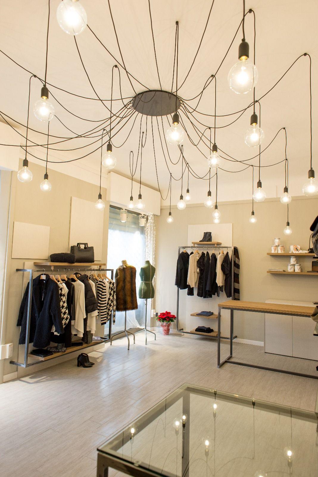Pin su interni locali negozi in genere bar for Negozi arredamento ancona
