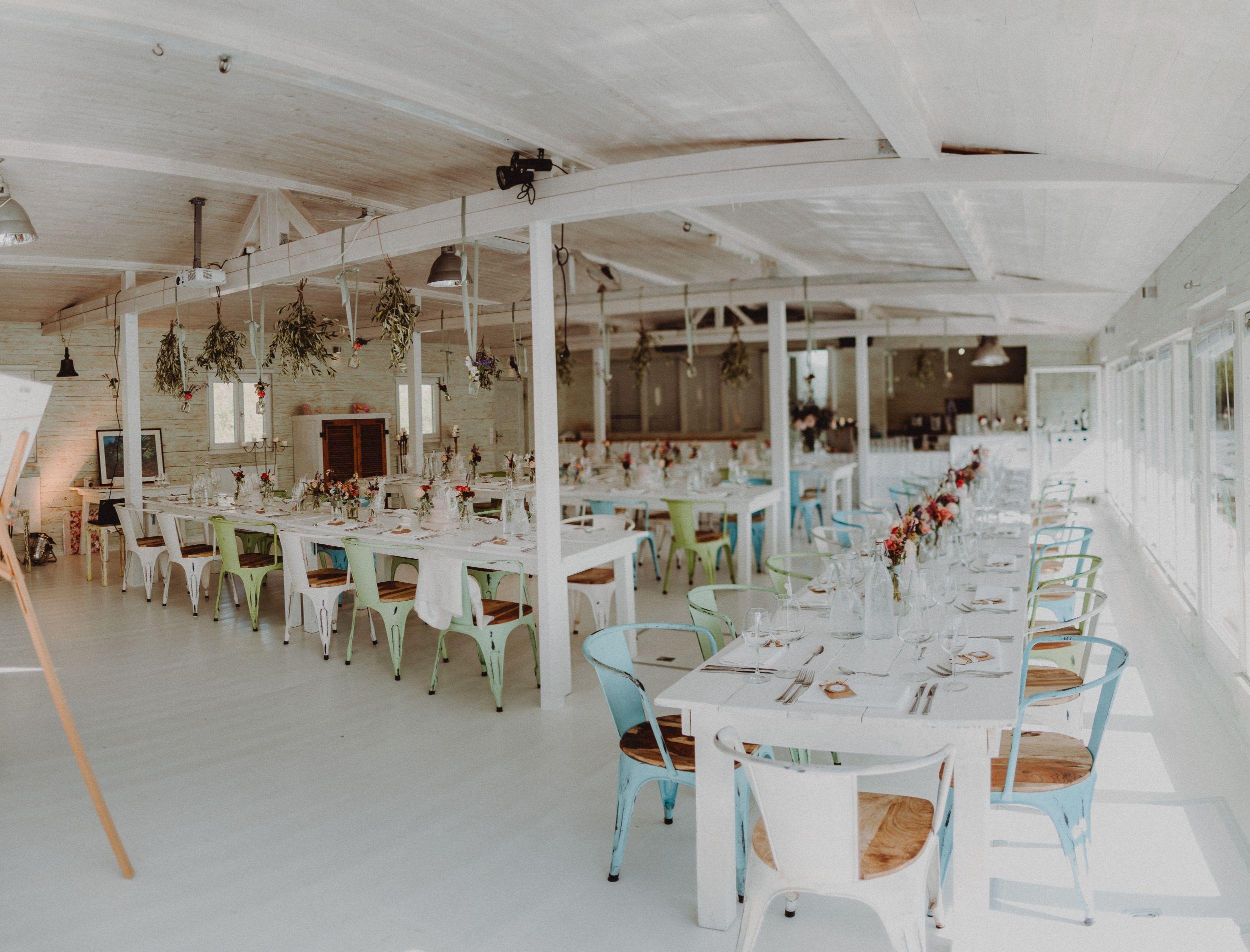 Ihr Sucht Eine Besondere Location Zum Feiern Wir Waren Vor Kurzem Auf Einem Hausboot In Dusseldorf Hochzeitsfotograf Hochzeit Fotografieren Hochzeit Location