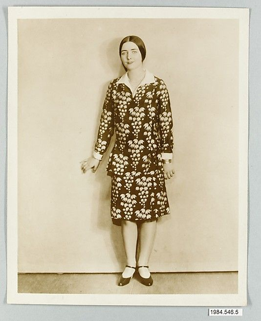 8 x 10 inch black and white photograph of model wearing dress made from Stehli Silks Americana Print collection, 1925
