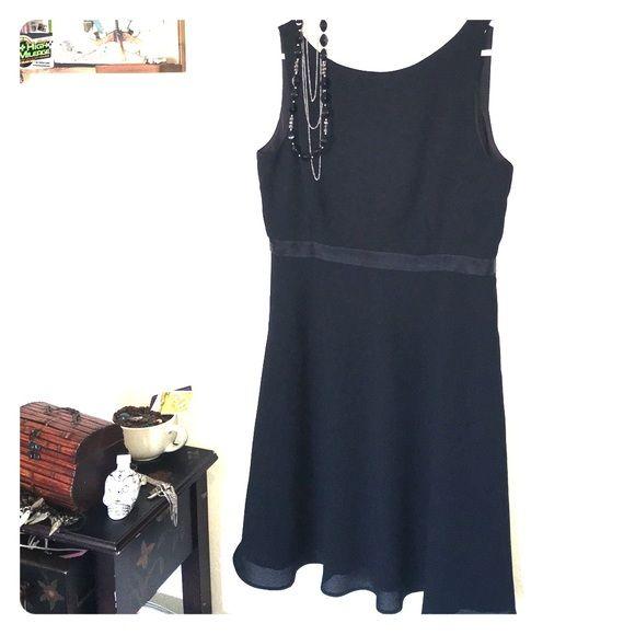 Black Dress Laundry By Shelli Segal Size 14 v shape opening on back leading to the  zipper. Good condition. Laundry by Shelli Segal Dresses Midi