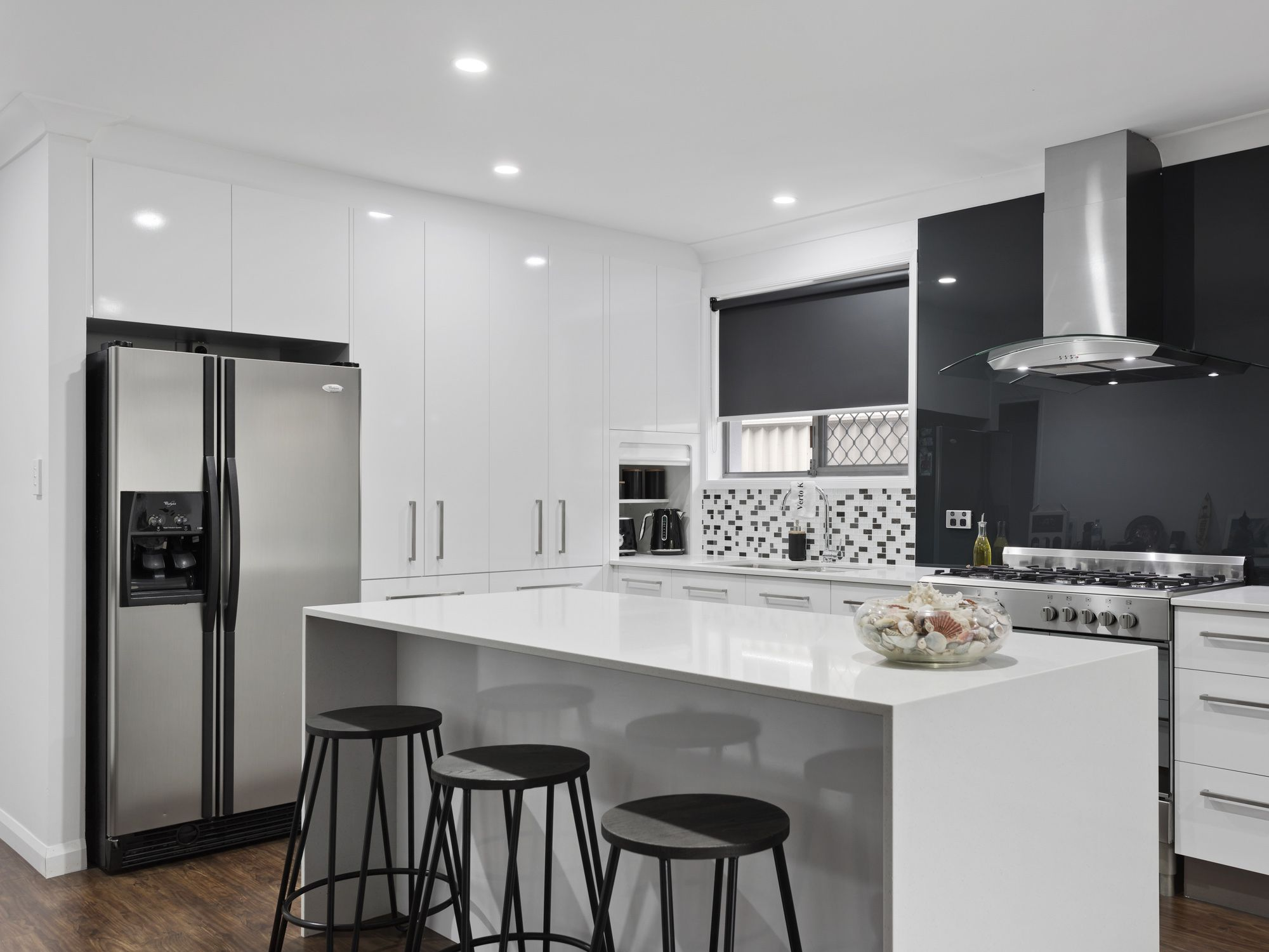 Great Black And White Kitchen With Melamine Formica Gloss Cupboards And Drawers In Snowdrift The Benchtop Is A Laminate White Kitchen Kitchen Kitchen Benches