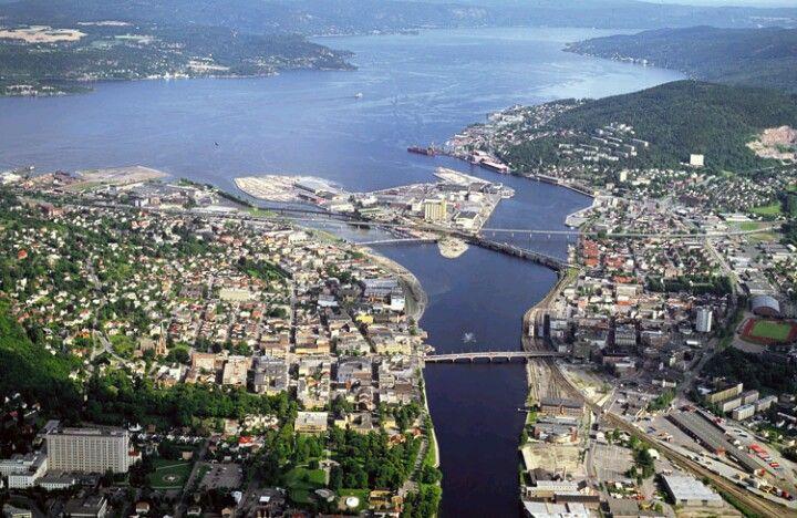 The Drammen river divide Drammen between Bragernes (left) and Strømsø (right)