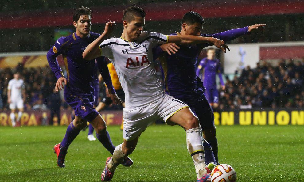 La squadra di Montella strappa l'1-1 contro il Tottenham. Basanta risponde a Soldado