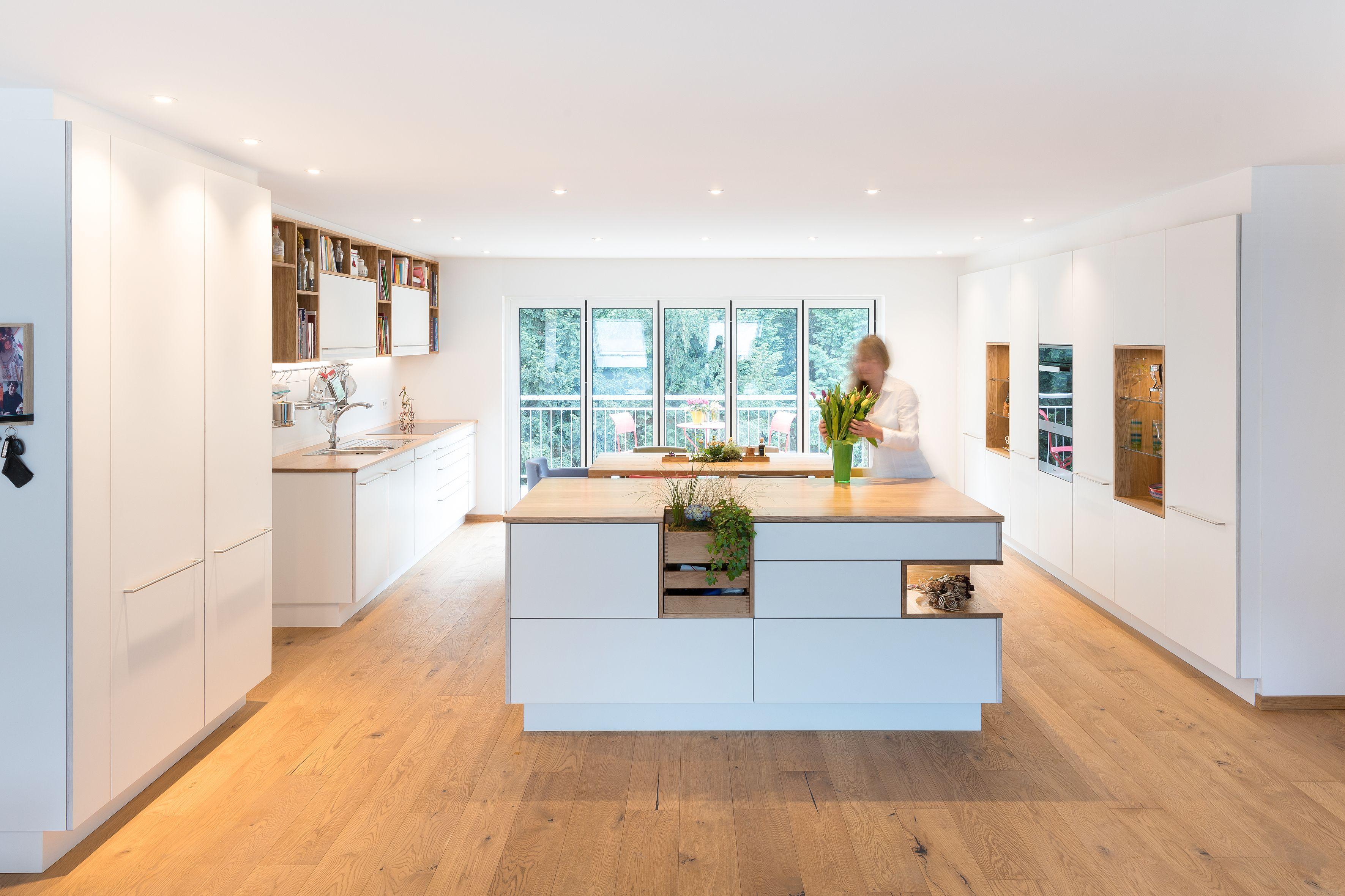 k che k che planen k chenplanung wei modern gro hell gro familie ger umig. Black Bedroom Furniture Sets. Home Design Ideas