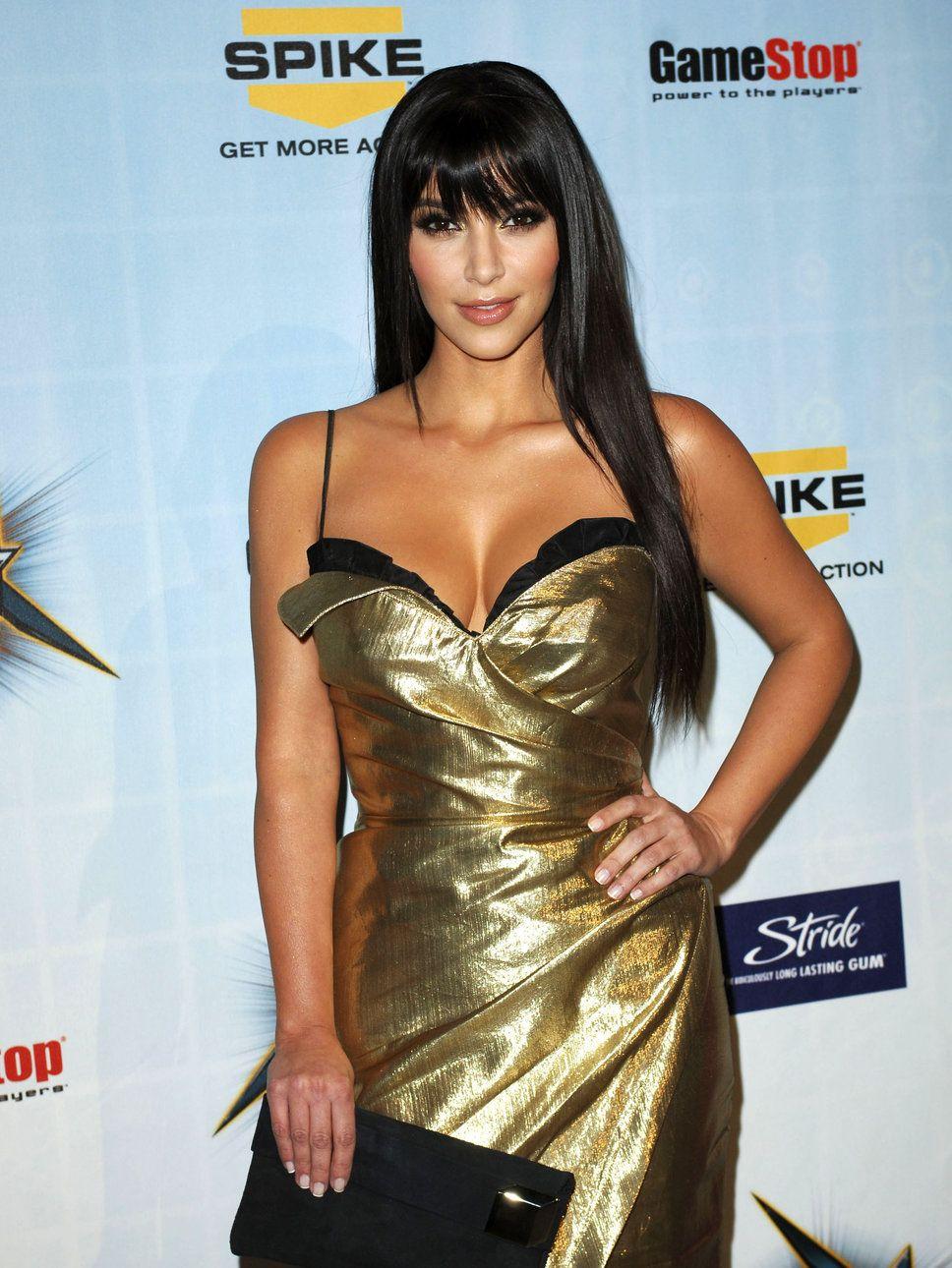 Hot Photo Revealed: Kim Kardashian burns internet in