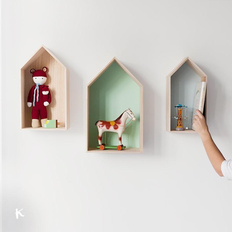 Caja peque a con forma de casita de madera con el fondo - Casitas pequenas de madera ...