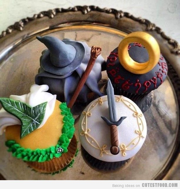 Lord of the Rings Cupcakes, absolutely HAD to pin this lol